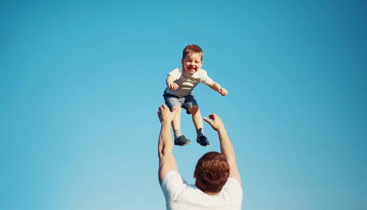 افزایش سن والدین